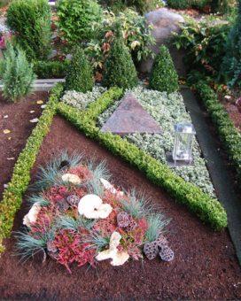 Grab-Bepflanzung